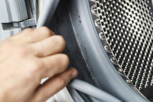 Pulire la lavatrice con aceto e bicarbonato